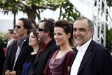 Канны (Annual Cannes International Film Festival ) - Страница 2 Th_71159_Celebutopia_KateBeckinsale_PhotocallfortheJuryatthe63rdAnnualCannesFilmFestival_13_122_132lo