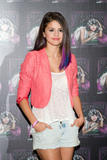 th 63196 SelenaGomezacceptsagoldrecordforheralbumWhenTheSunG 0022 123 221lo Selena Gomez   Receives gold record for When The Sun Goes Down, Four Seasons Hotel, Jan. 26, 2012