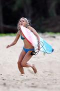 http://img157.imagevenue.com/loc412/th_913442891_Preppie___AnnaSophia_Robb_in_a_bikini_on_Soul_Surfer_set_in_Hawaii___Feb._13_2010_5165_122_412lo.jpg