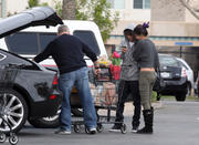 th 86236 Gomezlq18 123 423lo Selena Gomez   grocery shopping in Encino 01/14/12