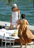 HQ's are up..... - HQs of Jennifer Aniston in Miami Beach, FL..... Foto 625 (Штаб являются до ..... - Штаб-квартира Дженнифер Анистон в Miami Beach, FL ..... Фото 625)