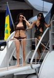 Kim Kardashian upskirt Foto 419 ( Фото 419)